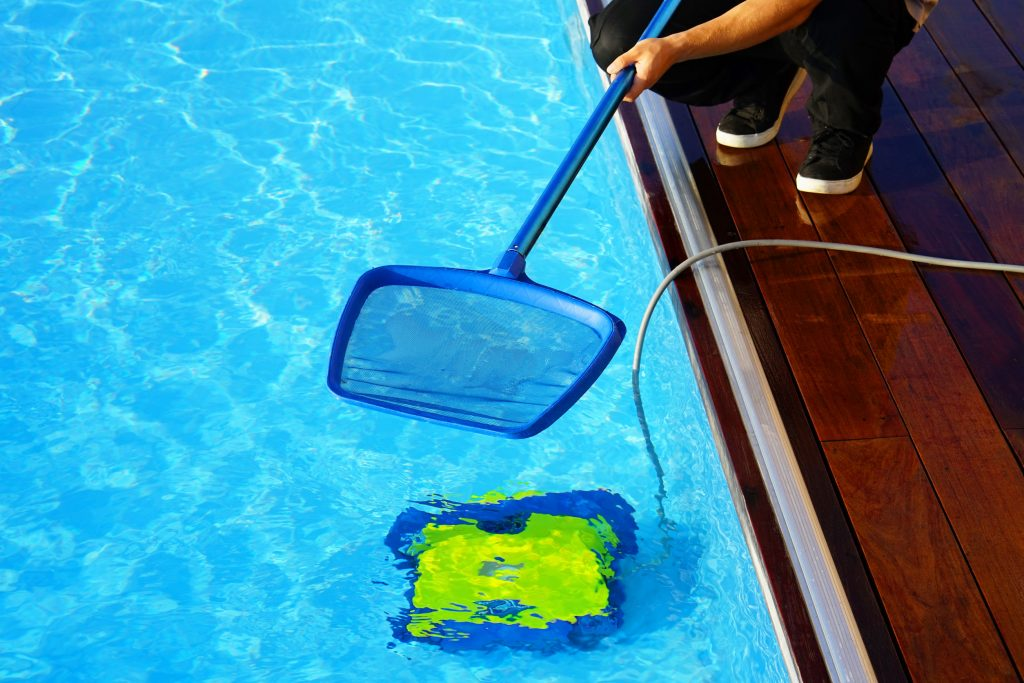 Pool Cleaning_How to Vacuum a Pool